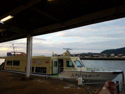 本島へ渡る船